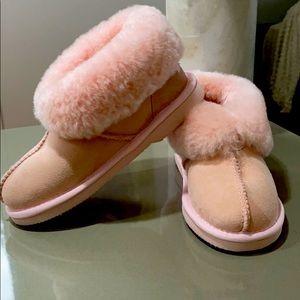 UGG GENUINE ladies pink slippers - NEW - Size 5-6